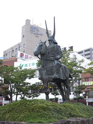 井伊直政騎馬像