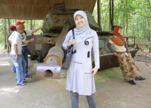 Pose di depan tank yang ditinggal sama Amerika