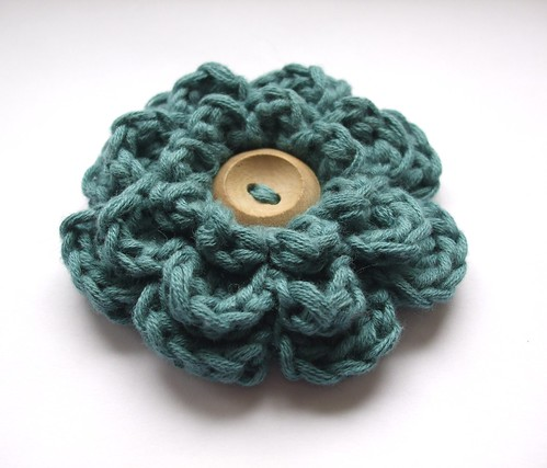 Frothy crochet flower - teal