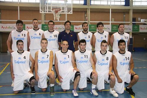 Imagen de los jugadores y entrenador del Club Baloncesto Punta Umbría