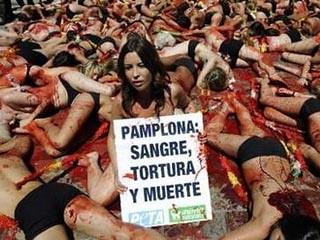 Protesta en los San Fermines de Peta y Anima Naturalis