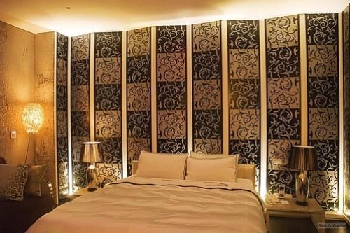 楓舞套房內的床舖區。