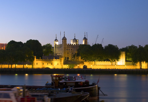 The Tower of London at night : Antoine Debroye on Flickr (click image)