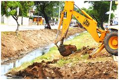 Canal Bultrins/Fragoso está sendo limpo para evitar transtornos para os olindenses no período de chuvas - Foto: Passarinho/Pref.Olinda