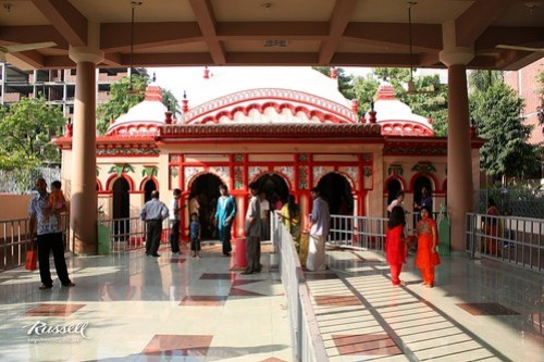 Inside Dhakeshwari Temple (by Russell John)