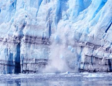 Calfing Glacier - Photo : drurydrama