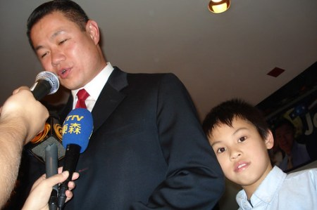 Liu and his son Joey during Tuesday's victory party - Photo: Ewa Kern-Jedrychowska.