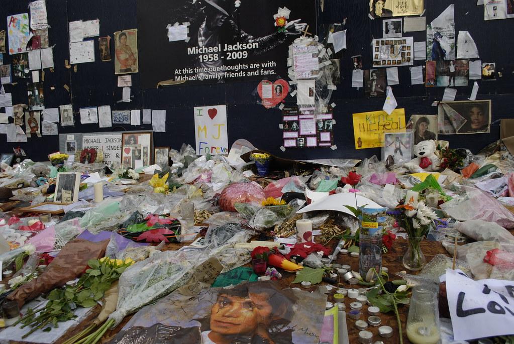 "Michael Jackson ""shrine"" at the Dome"