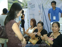 Earthlingorgeousness team waitng for me getting a make-over