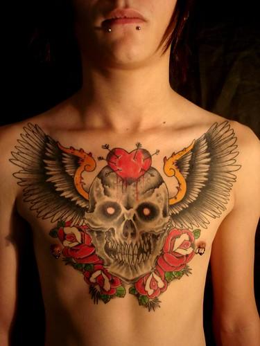 caveira alada e rosas by Cacau Tattoo