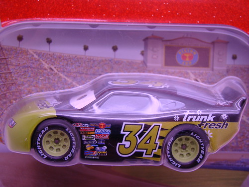 CARS Disney Store Trunk Fresh (1)