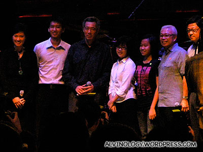 PM Lee with three students who volunteered to go on stage and the other three VIPs