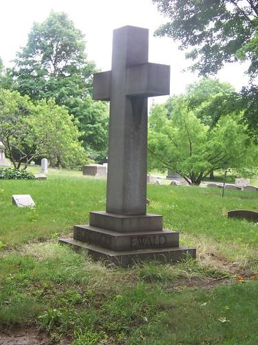 Robinson/Ewald Monument