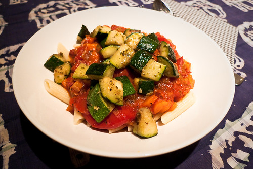 Pasta with tomatosauce and courgette