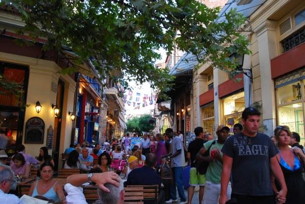 Muchísimos turistas en Plaka