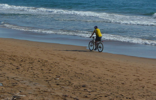 Pedaleando en playa larga