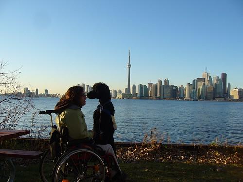 Yankee en Leen met zicht op de skyline van Toronto