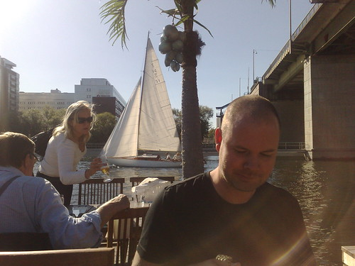 Segelbåt, Johan och hamburgarna