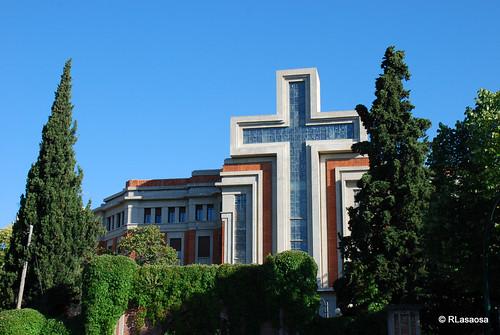 """Vista parcial de la fachada del Seminario Diocesano """"San Miguel"""" de Pamplona, obra de Víctor Eusa de 1931."""