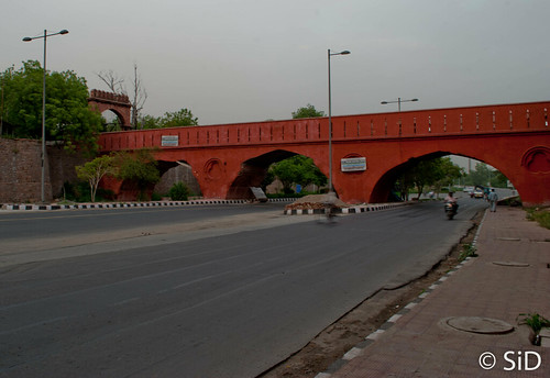 The bridge to Salimgarh fort