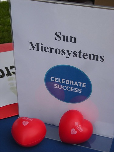 Sun sign and squeezies, Silicon Valley Heart Walk 2009 photo: copyright 2009 Katy Dickinson