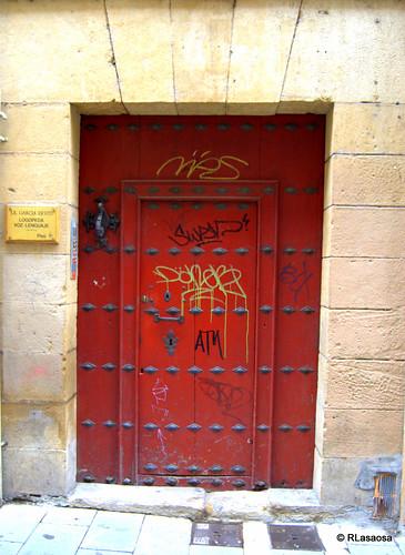 Una puerta en la calle Estafeta
