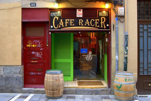 Café Racer, en la calle Calderería de Pamplona