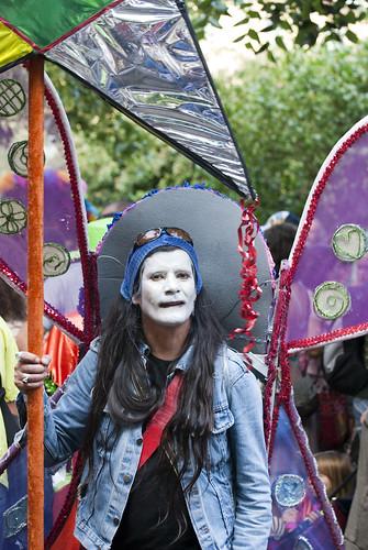 Behöver du sy&fixa inför karnevalen - kontakta oss!