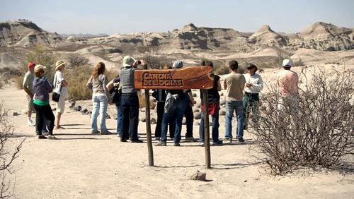 Turistas en la cancha de bochas (by morrissey)