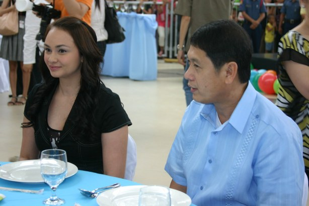 The pretty and perky emcee Donita Rose with GenSan Mayor JUn Acharon.