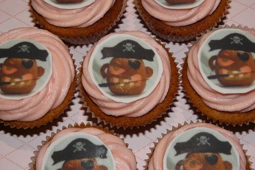Cap'n Jack-o-lantern Halloween Cupcakes