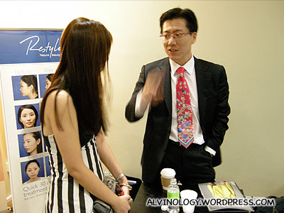 Friendly Dr Moon, chatting with one of the invited bloggers