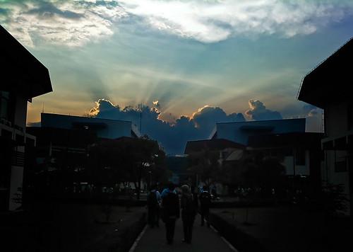 langit_labtek_biru