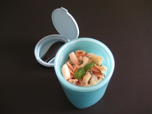 Pastel Bento #142 - Thermos with pasta