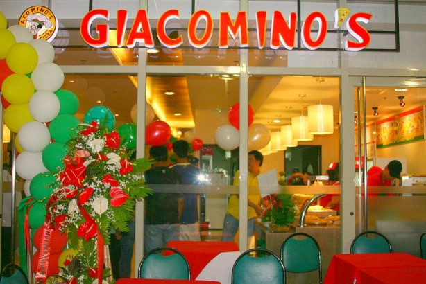 """Giacominos Robinsons and its all new hot fastfoods concept."""