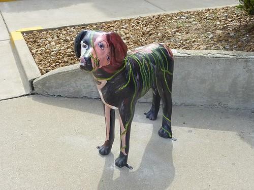 IL, Odell 32 Dog statue