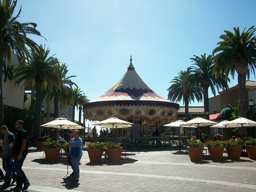 fashion island merry-go-round