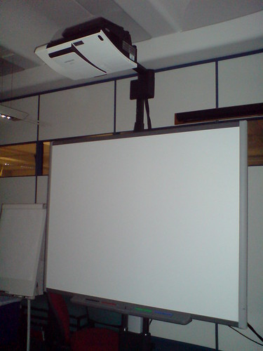 Short Throw projector on SmartBoard