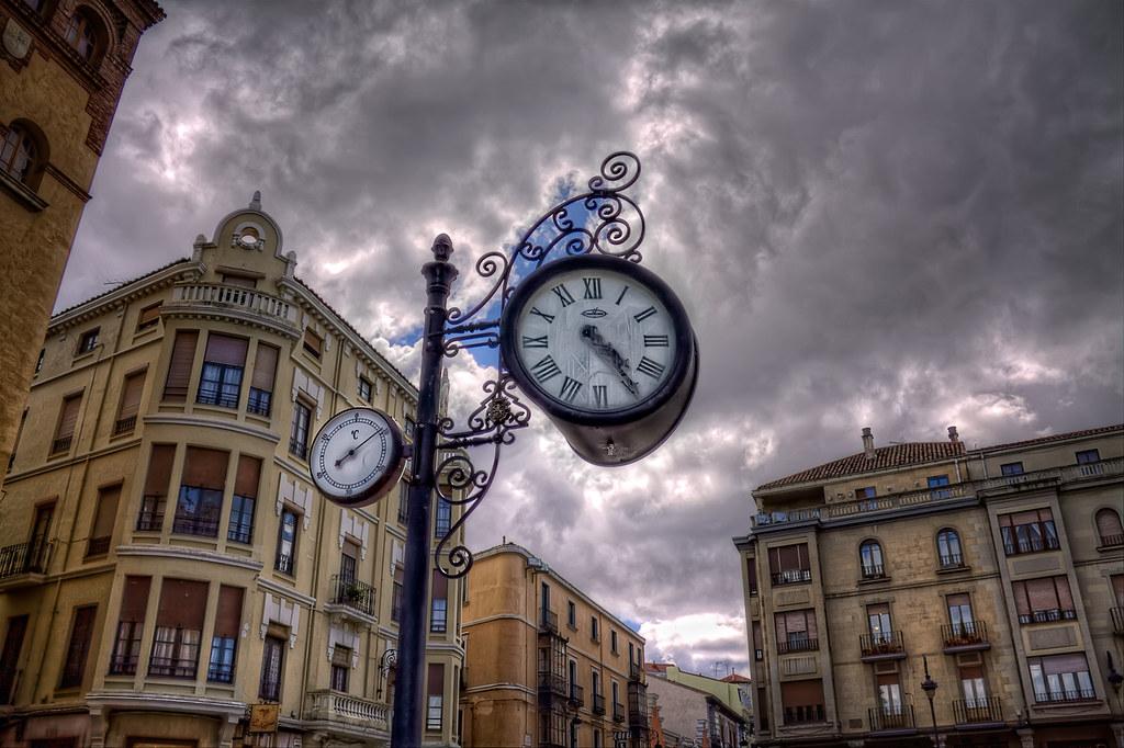 How's the weather doing? – ¿Qué hace el tiempo? León (Spain) HDR