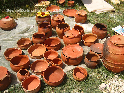 Clay pots and peka domes. More Bosnian than Dalmatian tradition lately...