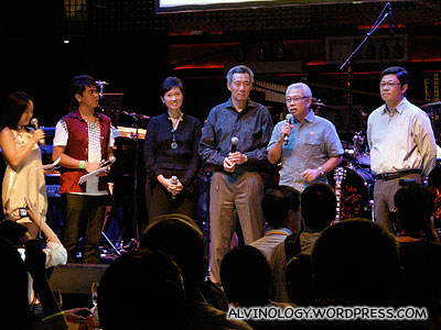 (L to R): the two emcees, Josephine Teo, PM Lee, Chua Thian Poh, Robin Hu