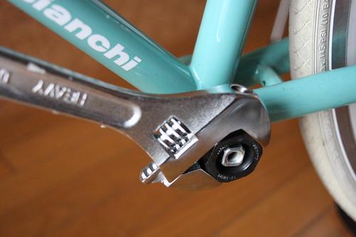 Loosen bottom bracket (left side)