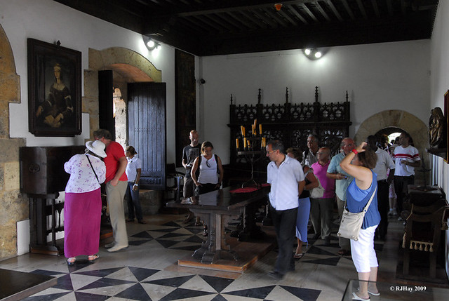 A room full of tourists -  Alcazar de Colon (Palacio de Diego Colon), Santo Domingo, Dominican Republic