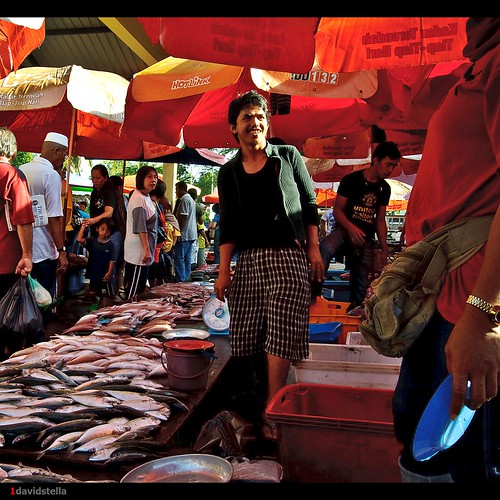 fish stall at tamu Kinarut