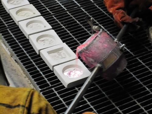 Pouring aluminum