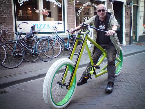 z'n nieuwe groengeile fiets