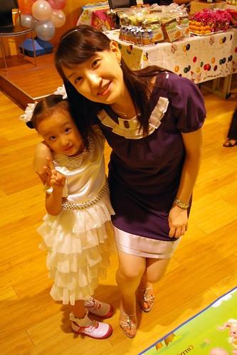 Gahyun and mommy