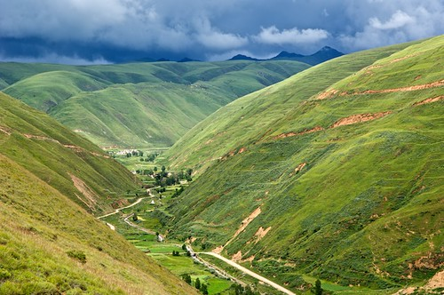 An lush valley near Dawu, Tibet (China).