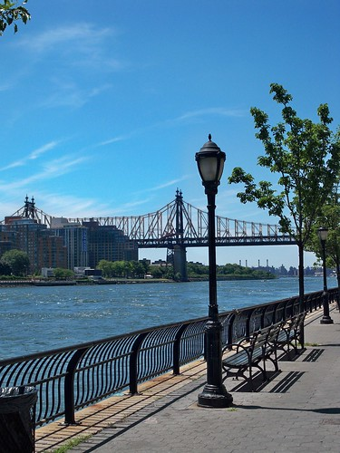 59th Street Bridge with lamppost