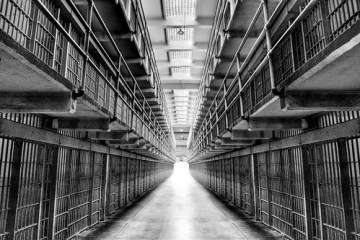 Contrasted Confinement